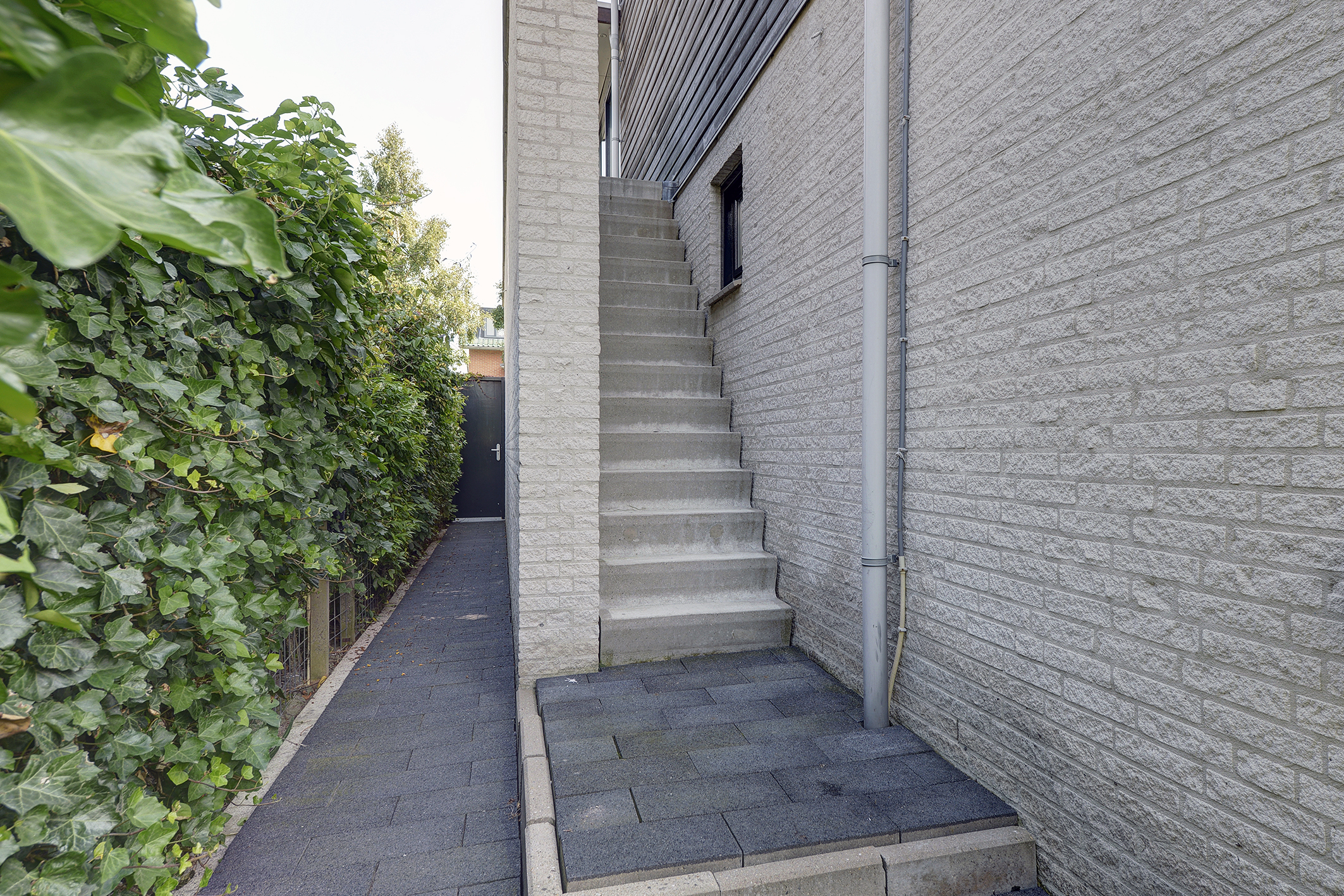 '$houseDetails->street_name'.' '.'$houseDetails->number'